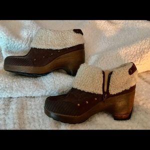Jambu size 10 boots, looks like embossed leather
